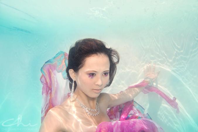 Tiffany underwater 006