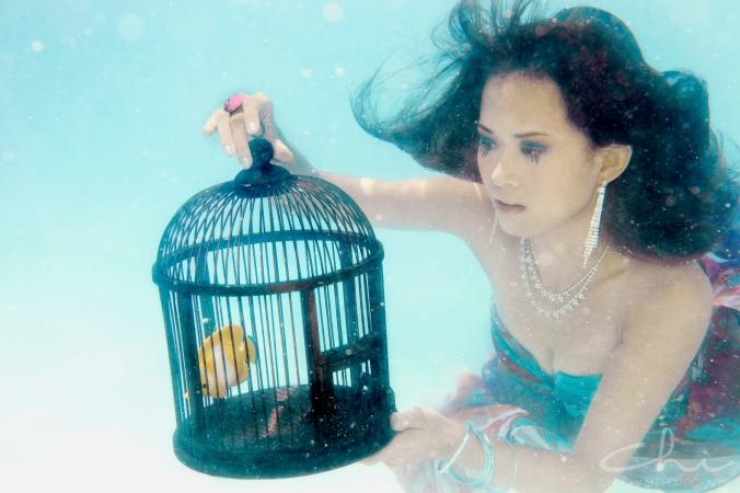 Tiffany underwater 010