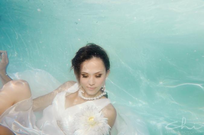 Tiffany underwater 014